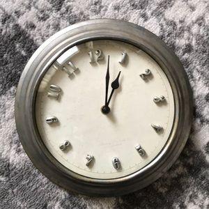 Herling and noble metal farm clock vintage look